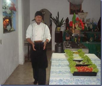 Mago preparando a mesa